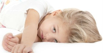 agyrázkódás tünetei babánál)