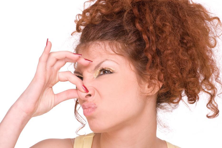 menstruációs szag a szájból)