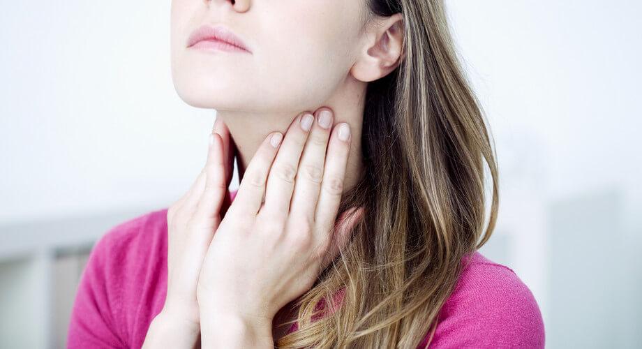 Rekedt? Fáj a torka? Lehet, hogy a reflux jelentkezik | rays.hu